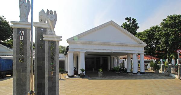 Museum di Jakarta - Museum Taman Prasasti