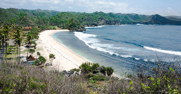 Pantai dengan Ombak Terbesar di Indonesia - Pantai Watu Karung