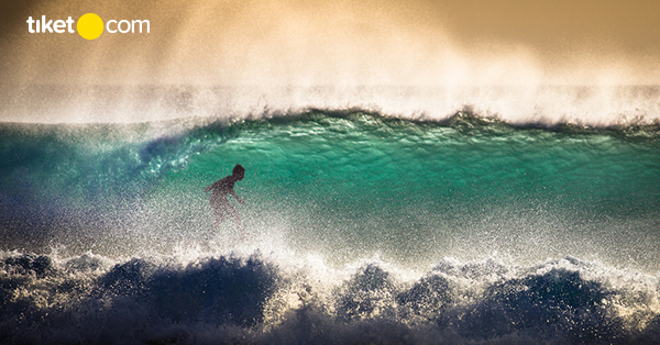 Pantai dengan Ombak Terbesar di Indonesia