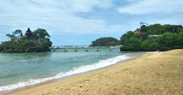Pantai di Jawa Timur - Pantai Balekambang