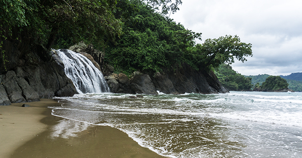 Pantai di Jawa Timur - Pantai Banyu Anjlok