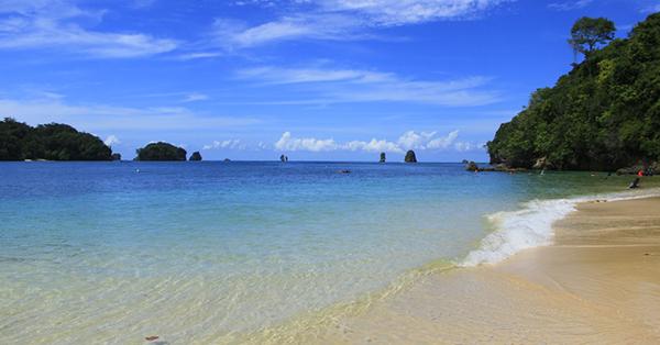 Pantai di Malang - Pantai Tiga Warna