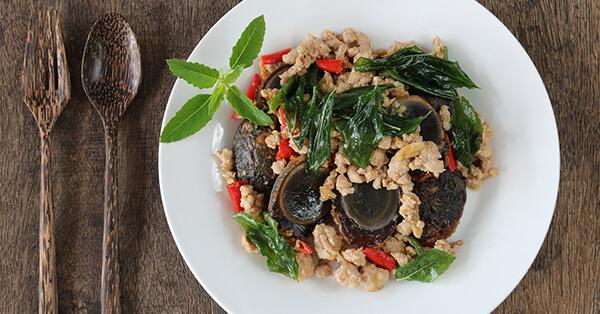 Rekomendasi Kuliner Bangkok - Kai Yiew Ma (Telur Bebek Embrio)