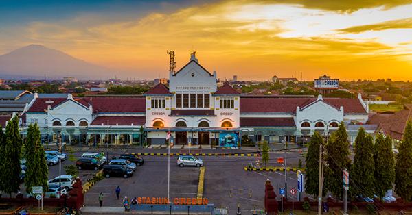 Stasiun Kereta di Indonesia Antik - Cirebon