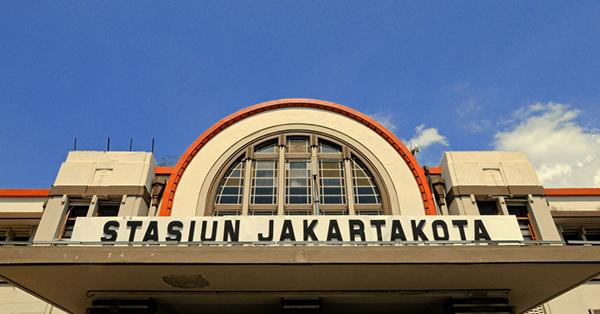Stasiun Kereta di Indonesia Antik - Jakarta Kota