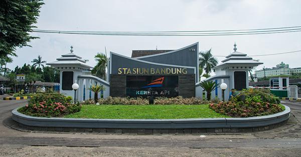 Stasiun Kereta di Indonesia Antik - Stasiun Bandung