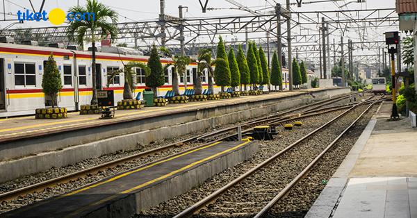Stasiun Kereta di Indonesia Antik