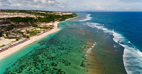 Tempat Main Paralayang di Bali - Pantai Pandawa