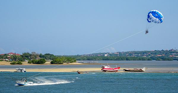 Tempat Main Paralayang di Bali - Pantai Tanjung Benoa