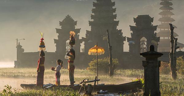 Prewedding Locations in Bali_Tamblingan Lake