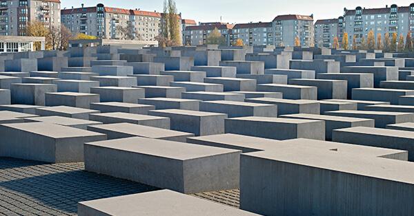 Tempat Wisata Dunia yang Melarang Selfie - Holocaust Memorial