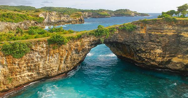 Tempat Wisata Romantis di Bali - Broken Beach, Nusa Penida