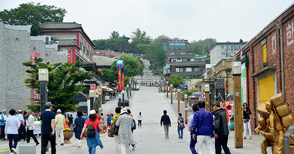 Tempat Wisata di MV Lagu BTS Terbaik - Wolmi Cultural Street