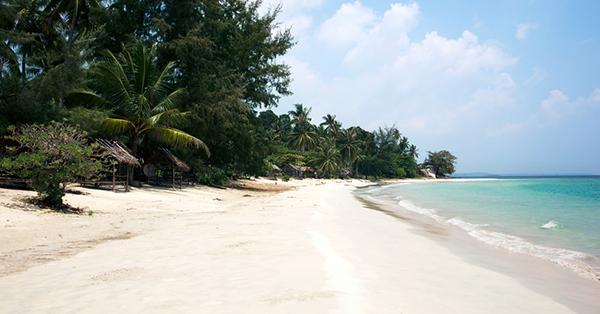 Tempat Wisata di Pulau Bintan - white sand island