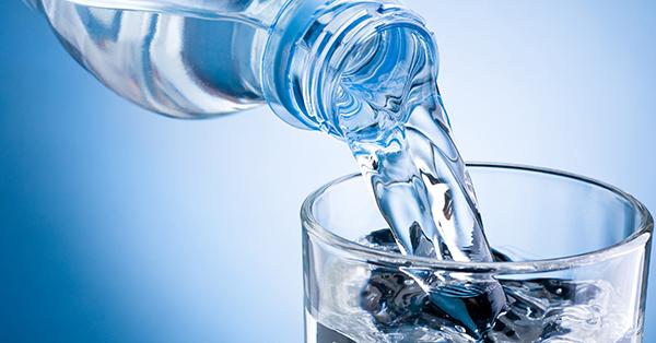 Tips Jalan-Jalan Tetap Asyik Selama Berpuasa - Perbanyak Konsumsi Air Putih