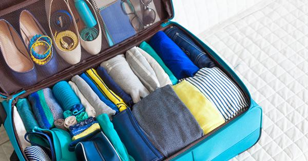 Tips Packing untuk Traveling Bersama Anak - Koper