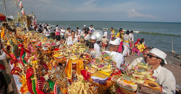 Upacara Adat di Bali - Melasti