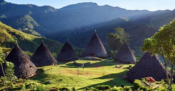 Tempat Wisata Petualangan - Wae Rebo
