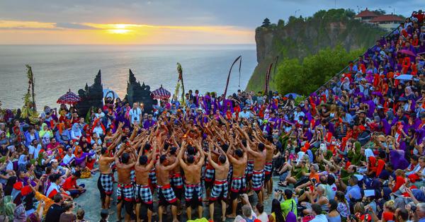 Tari Kecak UIuwatu Bali